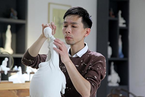 中国白百科:福建省陶瓷艺术大师郑建忠